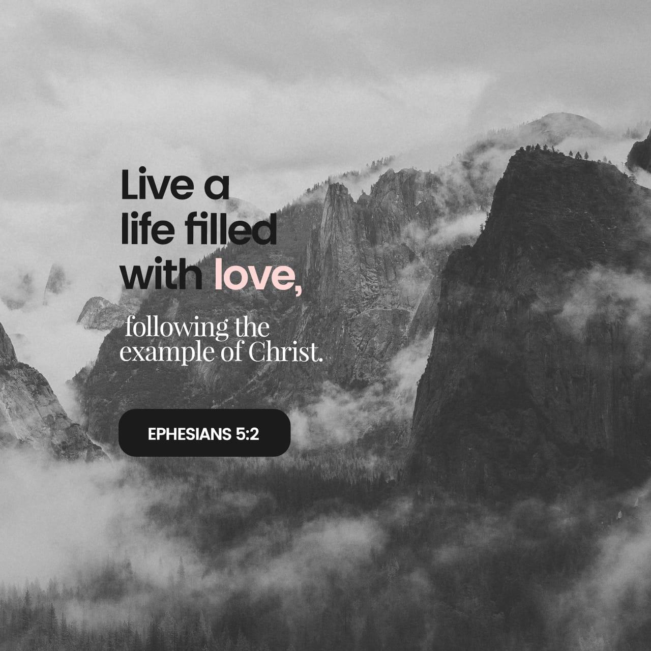 Efesios 5:1 Por lo tanto, imiten a Dios en todo lo que hagan porque ustedes son sus hijos queridos. | Nueva Traducción Viviente (NTV)