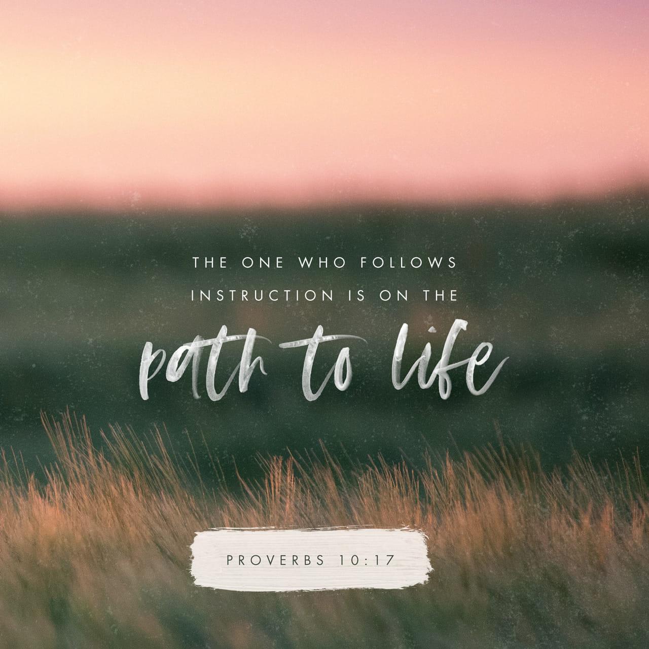 Proverbios 10:17 Los que aceptan la disciplina van por el camino que lleva a la vida, pero los que no hacen caso a la corrección se descarriarán. | Nueva Traducción Viviente (NTV)